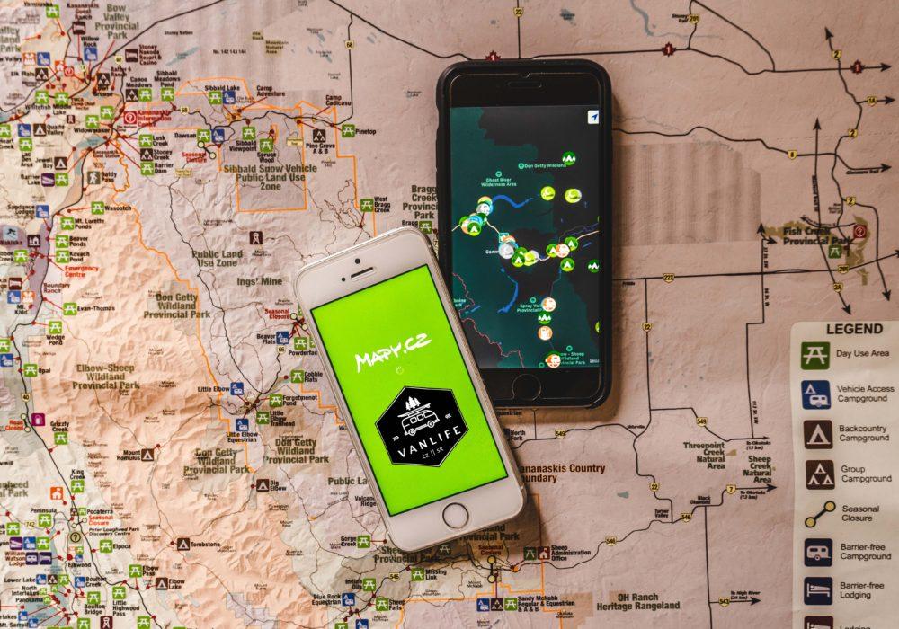 Nejlepší mobilní aplikace pro cestování autem: Navigace, mapy, kempy a další